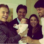 Silvio Santos posa babão com o neto Pedro, filho de Patricia Abravanel, no colo
