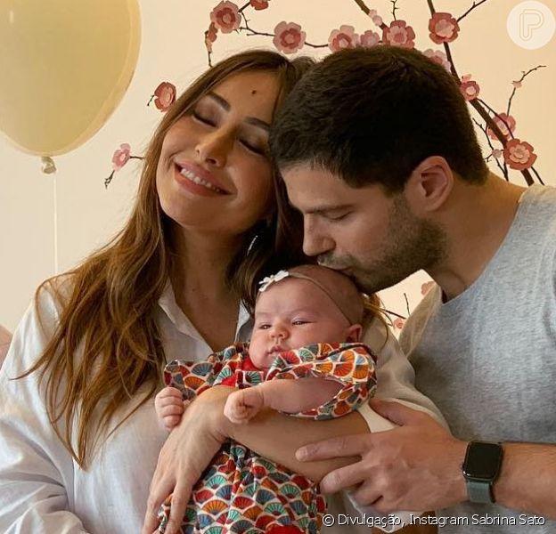 Filha de Sabrina Sato e Duda Nagle, Zoe recebeu visita de Otto, herdeiro de Junior Lima e Monica Benini