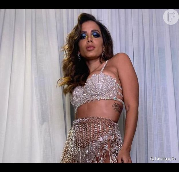 Anitta comemora sucesso de festa antecipada de 26 anos: 'Uma fusão'