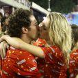 Fiorella Mattheis é beijada pelo namorado Flávio Canto