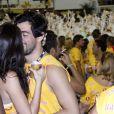 Felipe Simão, ex de Luana Piovani, beija Raphaela Sirena