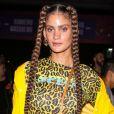 Maquiagem colorida em alta: a modelo Laura Fernandez caprichou na maquiagem em tons de bordô de forma sutil