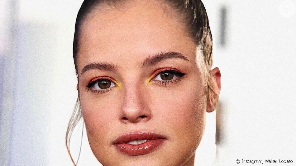 Maquiagem com cores vibrantes e amarelo para iluminar o cantinho interno é trend