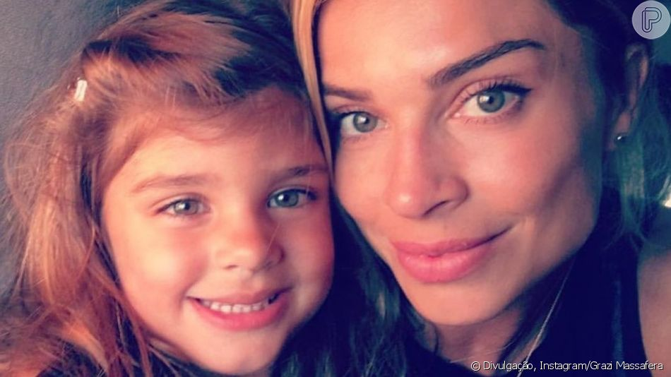 Grazi Massafera se encanta com a filha, Sofia, cantando em inglês nesta segunda-feira, dia 08 de abril de 2019