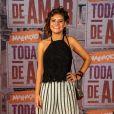 Dora de Assis é Raíssa em 'Malhação - Toda Forma de Amar'. A atriz optou por uma pantacourt bem ampla e listrada com blusa de renda preta e sandália sporty.