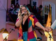 Marília Mendonça aposta em quimono com look decotado para show na Bahia. Veja!