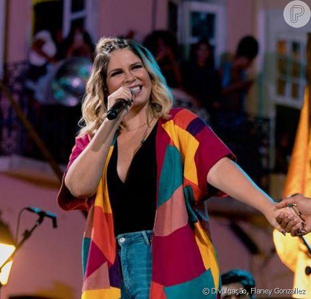 Marília Mendonça aposta em look com trends para show em Salvador, na Bahia