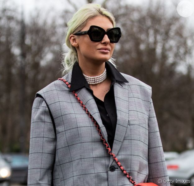 Sobreposição de vestidos, trench coat e mais truques de styling para fazer no outono/inverno