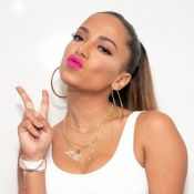 Anitta relembra fotos em família antes da fama: 'Queria estar com vocês'