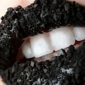 Carvão mineral ativado realmente deixa os dentes mais branquinhos? Saiba mais!