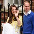 A Princesa Charlotte Elizabeth Diana de Cambridge nasceu no dia 2 de maio de 2015. Sua primeira aparição em público, com Kate Middleton e Príncipe William, foi logo após o nascimento.