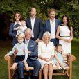 Princesa Charlotte posou ao lado da família toda para comemorar os 70 anos do avô, Príncipe Charles, em novembro de 2018. A menina mostrou mais uma vez que não se incomoda com as câmeras e esbanjou um belo sorriso ao lado de Kate Middleton, Príncipe William, Príncipe Hary, Meghan Markle, Camilla Parker Bowles, do avô e do pequeno Príncipe Louis.