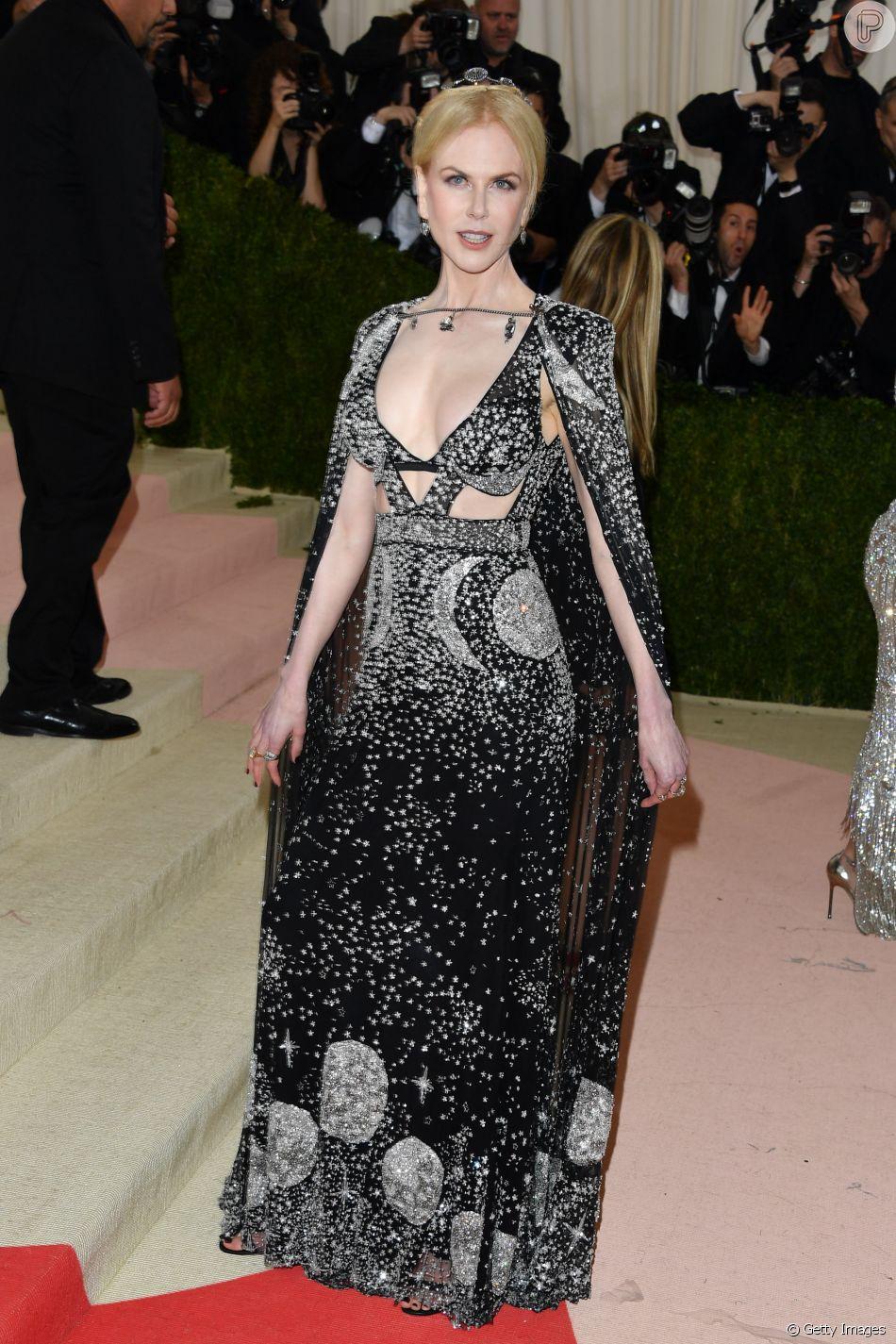 0a096fbc6 Acostumada com o tapete vermelho, Nicole Kidman usou vestido Alexander  McQueen, repleto de brilhos
