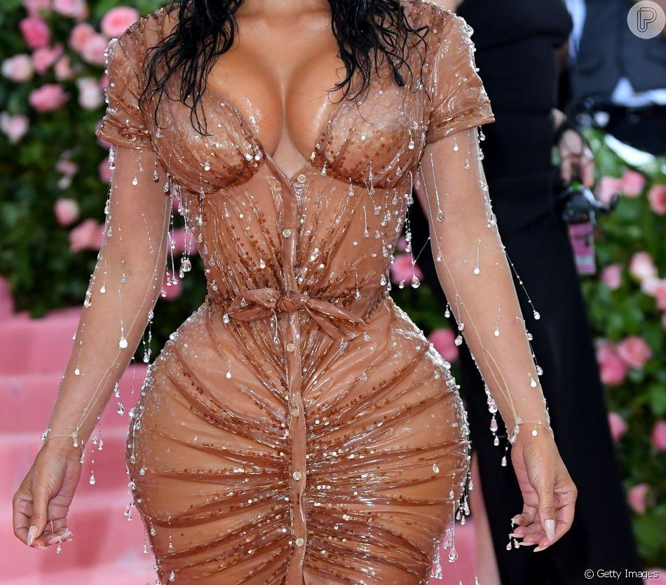 Kim Kardashian elegeu look vintage de Thierry Mugler para