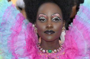 As maquiagens coloridas em tons de azul e roxo predominaram no baile do MET 2019