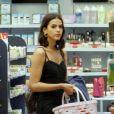 Bruna Marquezine combina produção com  bolsa da grife Louis Vuitton, avaliada em R$ 5,8 mil
