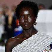 Assimetria trendy: um ombro só é hit na semana de moda australiana