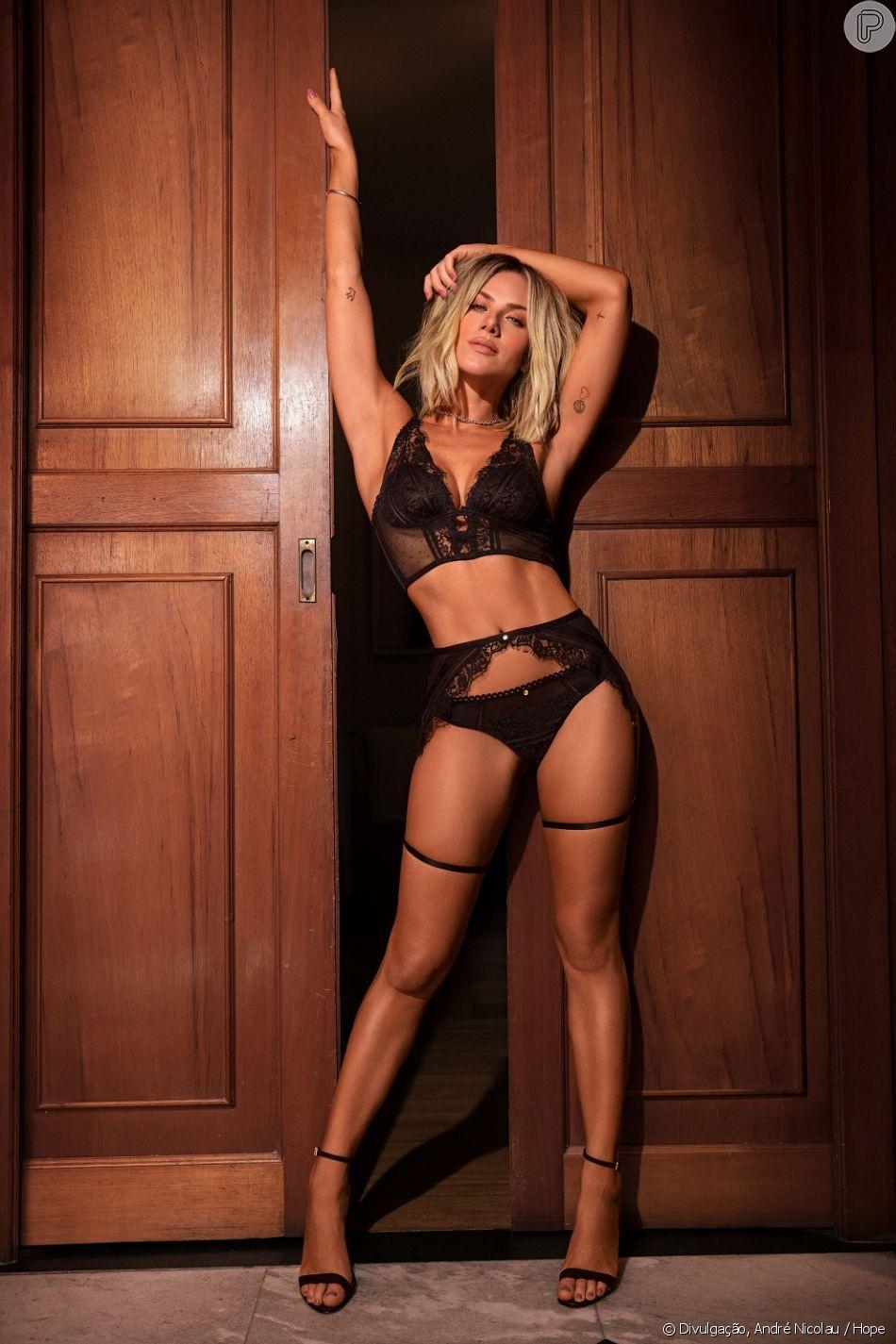e7d0043b8 Giovanna Ewbank combinou cinta-liga preta e lingerie de renda no mesmo tom  em uma das fotos