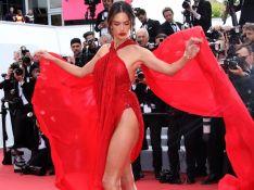 Transparência, ousadia e pernas à mostra: o vestido de Alessandra Ambrósio