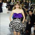 Oitentismo com direito a cintura marcada da Vuitton