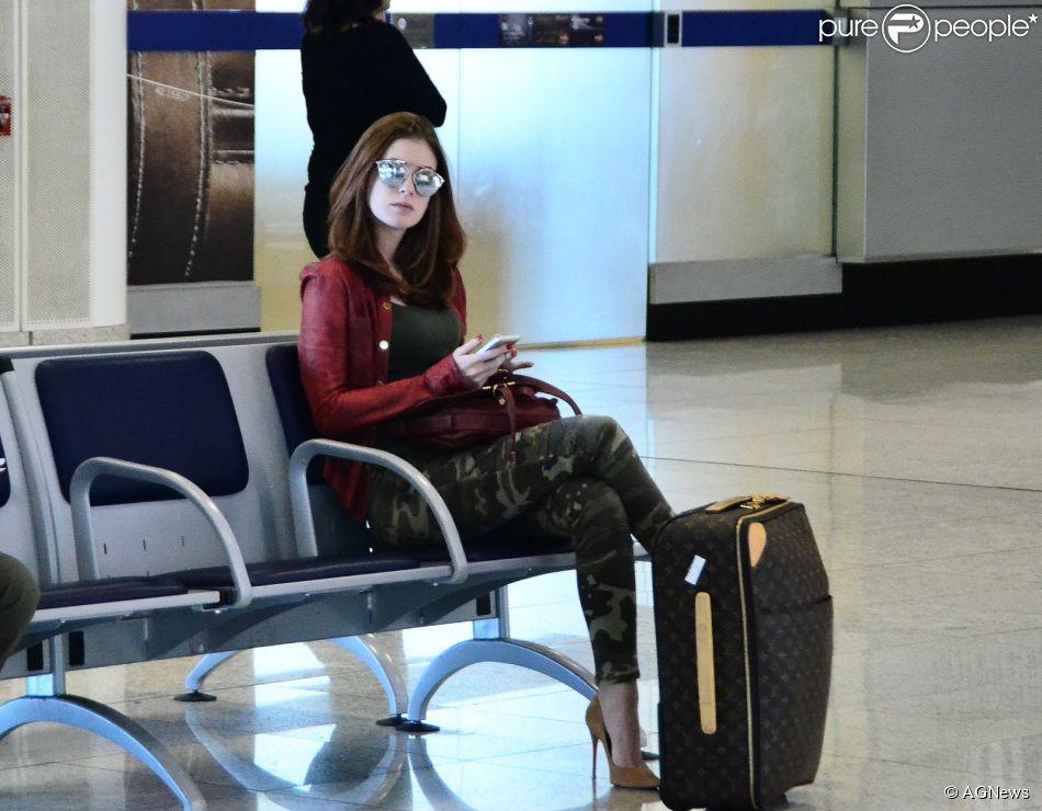 e52993a8109 Marina Ruy Barbosa embarca em aeroporto com óculos Dior de R  1.800 ...