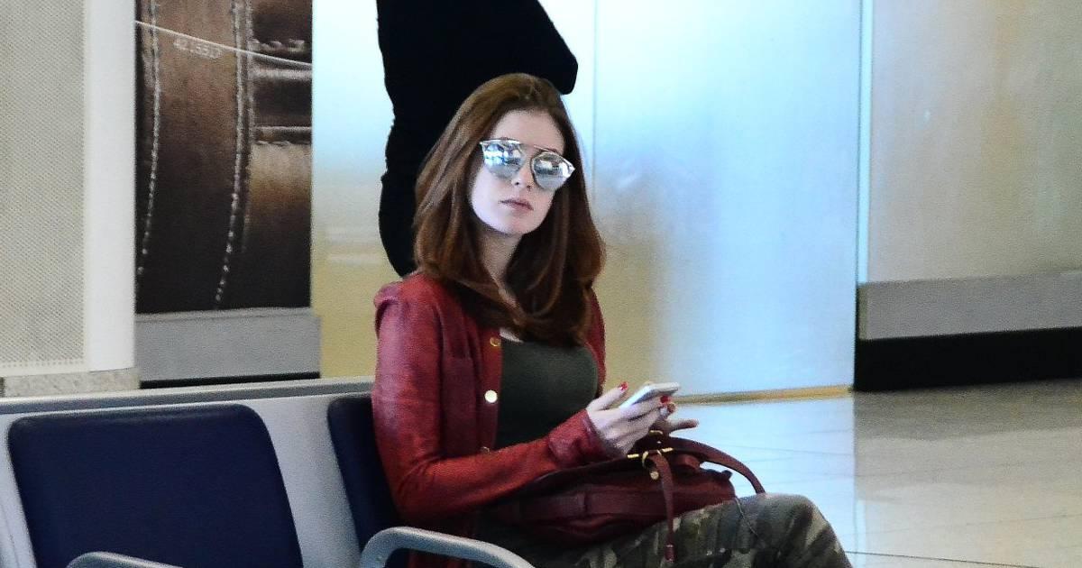 3497ffc74aa Marina Ruy Barbosa embarca em aeroporto com óculos Dior de R  1.800 -  Purepeople