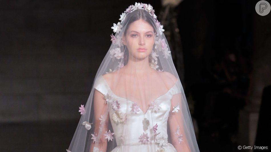 3436d154b Vestido de noiva moda 2019: bordado, minimalista - Purepeople
