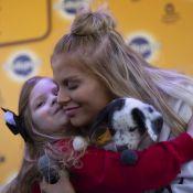 Que fofura! Luísa Sonza adota cachorrinho para a irmã caçula: 'Primeiro da vida'