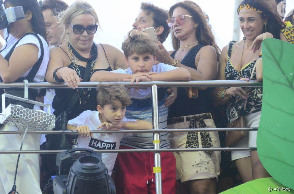 Filho mais novo de Claudia Leitte, Rafael, beija mãe em foto compartilhada nesta segunda-feira, dia 27 de maio de 2019