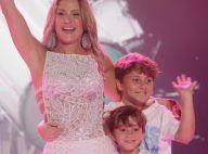 Paparicada! Claudia Leitte recebe carinho do filho ao exibir barriga de gravidez