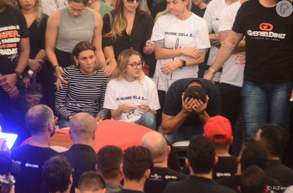 Namorada de Gabriel Diniz,  Karoline Calheiros se despediu em meio às lágrimas do cantor