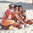 Giulia Costa e  Beatriz Bonemer foram tietadas na Praia da Barra da Tijuca, Zona Oeste do Rio