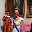Kate Middleton elegeu vestido dramático Alexander McQueen para recepcionar o chefe de estado norte-americano Donald Trump