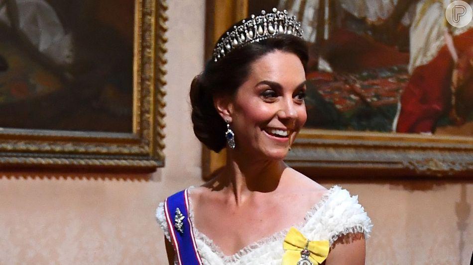 b4a4c99f493c Vestido branco de Kate Middleton chama atenção em recepção a Donald ...