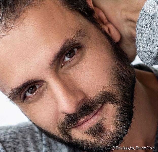 Felipe Cunha, 18 kg mais magro para a novela 'Topíssima', se mudou para o morro do Vidigal para compor seu personagem: 'Preciso entender onde essa pessoa mora, como ela se veste, como anda'