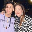 Filho de Simony, Ryan recebeu a madrinha, Sonia Abrão, em seu aniversário de 18 anos