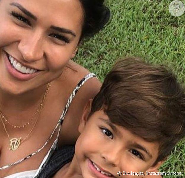 Simone, dupla de Simaria, se divertiu ao ser comparada pelo filho, Heny, de 4 anos, a personagem do seriado 'Chaves': 'Bruxa do 71'
