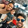 Aline Dias viajou com o namorado, Rafael Cupello, e o filho, Bernardo