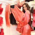 Bruna Marquezine adora usar lingeries e pijamas em looks casuais como no evento da Intimissimi nesta terça-feira, dia 11 de junho de 2019