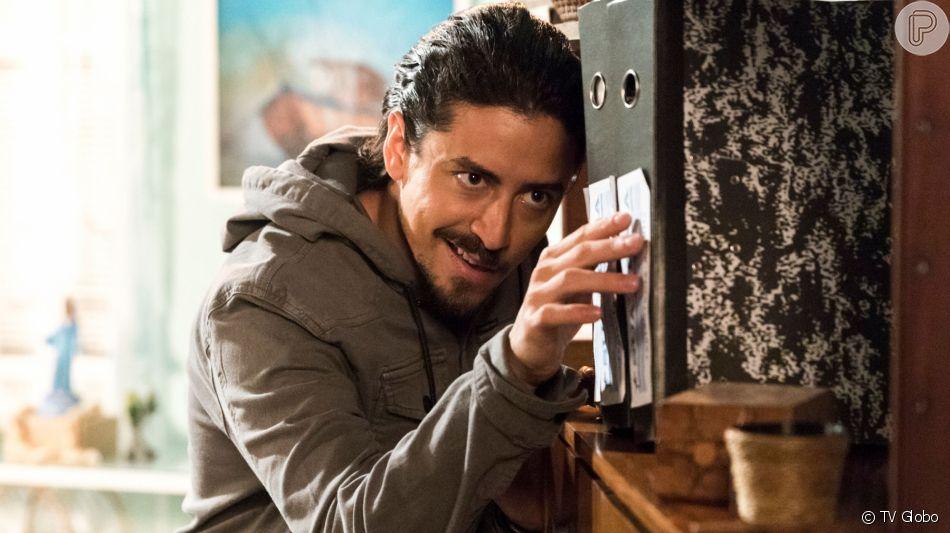 Jerônimo (Jesuita Barbosa) vai parar na cadeia após ser dado como morto na novela 'Verão 90'.