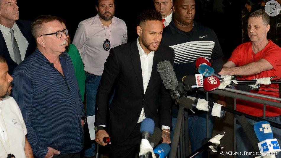 Neymar, acusado de estupro e agressão, deixa delegacia após 3h de depoimento nesta quinta-feira, dia 13 de junho de 2019