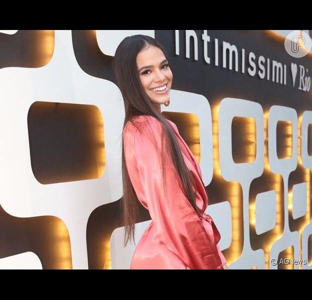 Bruna Marquezine come prato favorito: 'Hota eu tô bem raiz', em 15 de junho de 2019