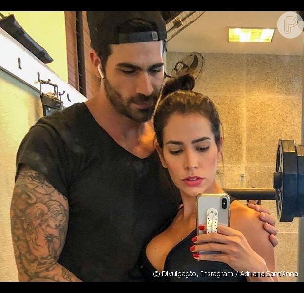 Adriana Sant'Anna posou com marido, Rodrigão, em academia nesta segunda-feira, 17 de junho de 2019