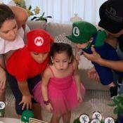 Wesley Safadão tieta filho Dom, fantasiado de Luigi, em festa por 9 meses. Vídeo