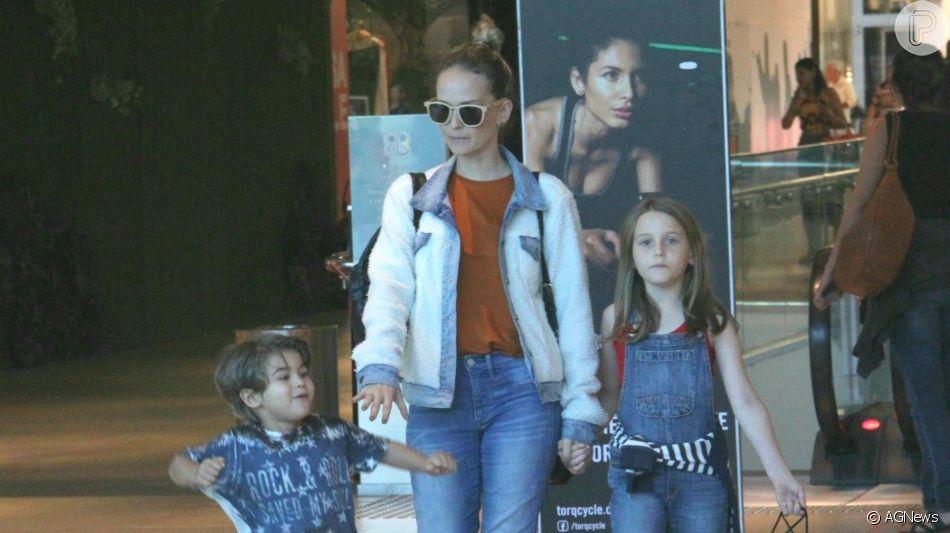 Filhos de Fernanda Rodrigues fizeram passeio com a mãe em shopping do Rio nesta sexta-feira, 21 de março de 2019