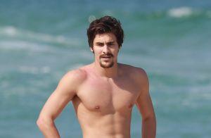 Loira fotografada com Bruno Montaleone em praia é amiga do ator e de Sasha