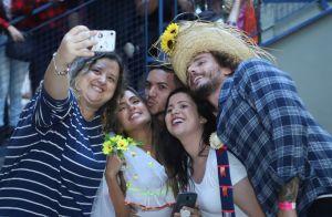 Carol Peixinho e Alan, do 'BBB19', dão beijo e se 'casam' em festa junina. Veja!