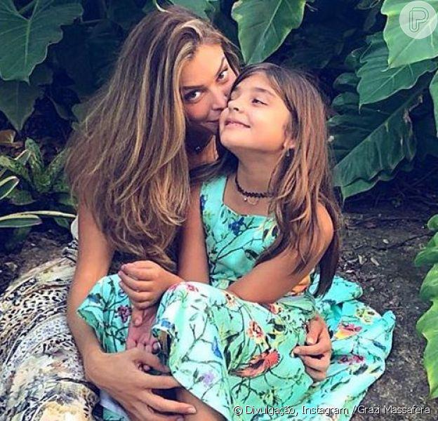 Grazi Massafera posa ao lado da filha, Sofia, de 7 anos, em 30 de junho de 2019