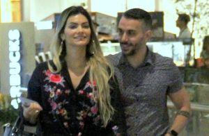De visual novo, Kelly Key curte dia de compras com Mico Freitas no Rio. Fotos!