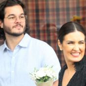 Fátima Bernardes ganha flores do pai e beijo do namorado após apresentação. Veja
